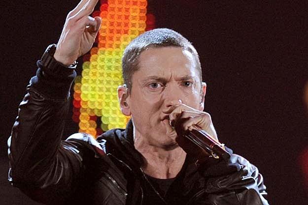 EMINEM WINS OVER 60K LOLLAPALOOZA FANS WITH MEDLEY OF HITS Eminem