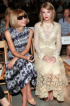 Taylor Swift Sits With Anna Wintour at Rodarte Show