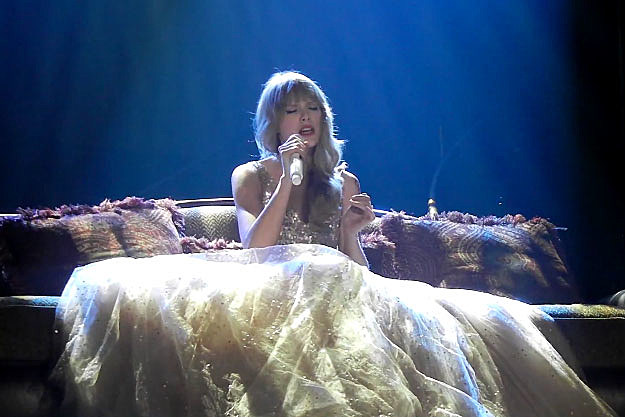 Safe And Sound Taylor Swift Album Taylor Swift Performs 'safe