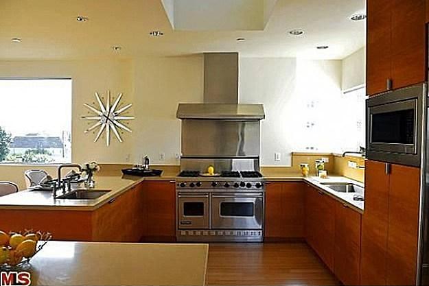 Chris Brown kitchen