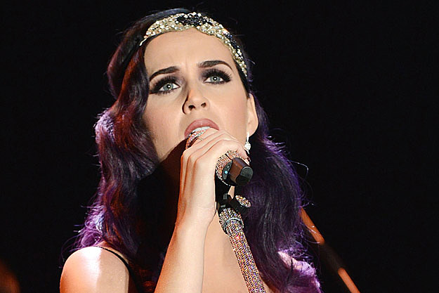 Katy Perry will be treating fans with a special live performance tonight ...