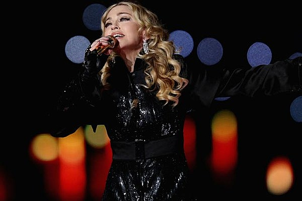 Madonna advertises obama tattoo at new york concert for Does obama have a tattoo