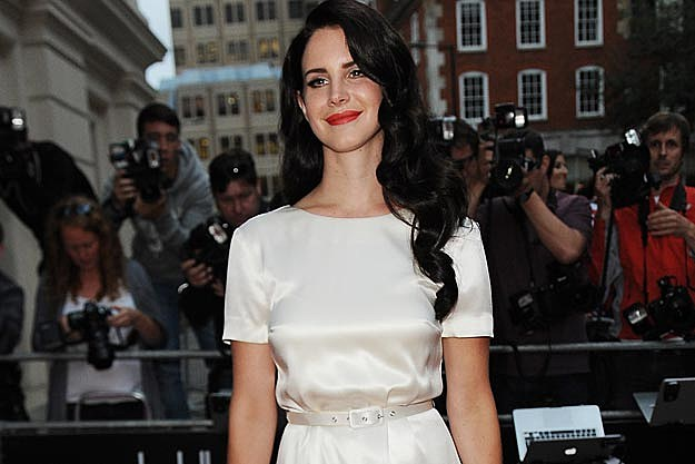 Lana Del Rey Dyes Hair Dark Brown