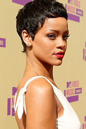 Rihanna Rocks Short Hair at 2012 MTV Video Music Awards