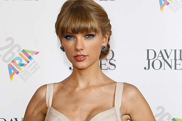 Taylor Swift Stuns in Cream-Colored Gown at 2012 ARIA Awards
