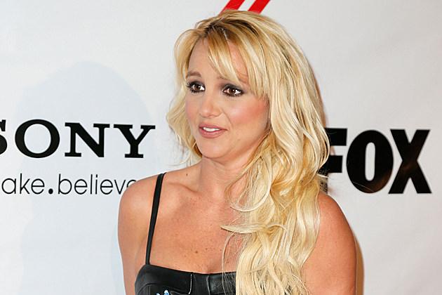 http://wac.450f.edgecastcdn.net/80450F/popcrush.com/files/2012/12/Britney-Spears.jpg