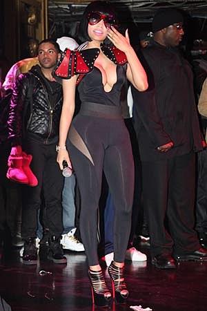 Nicki Minaj Flashes Lots of Cleavage at Hot 97′s Christmas Extravaganza