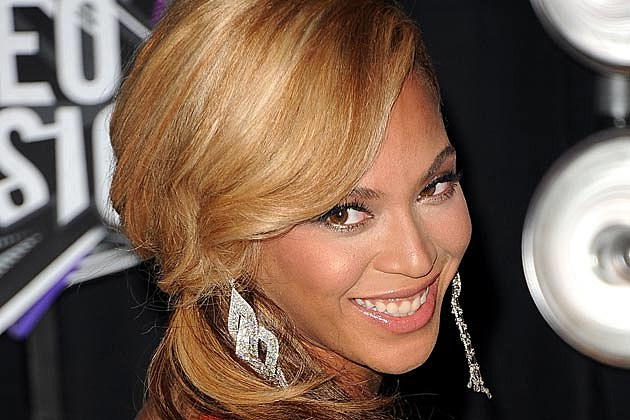 Beyonce Goes Retro in Houston Rockets Photo