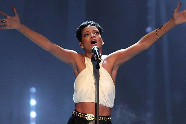 Rihanna Shows Off New Long Hair