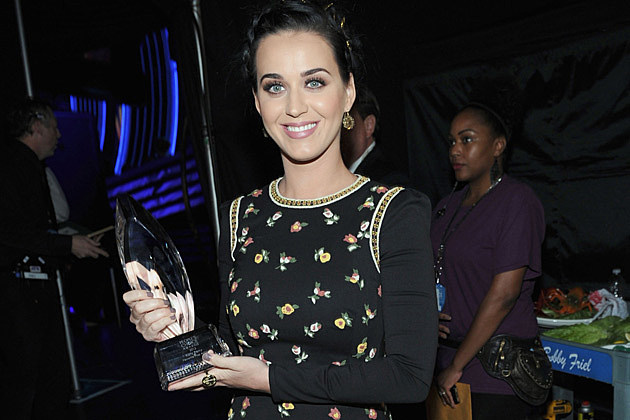 Katy Perry Wins Big at the 2013 People's Choice Awards