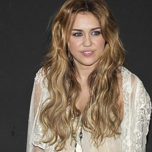Boho Chic Waves ? Best Miley Cyrus Hairstyles