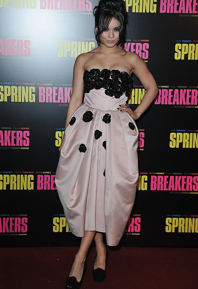Spring breakers paris premiere selena gomez shows a - Vanessa pascual ...