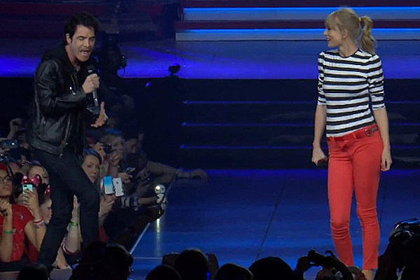 Taylor Swift + Train Frontman Pat Monahan Bring a Different Kind of 'Drive By' to Newark