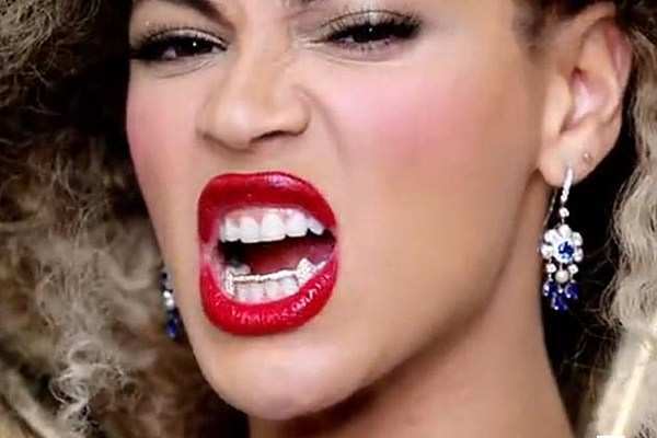 Beyonce Bares Her Fangs In Director S Cut Of U K Tour Promo