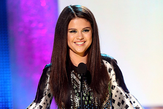 Selena Gomez New Now Next Awards Triple Play Award