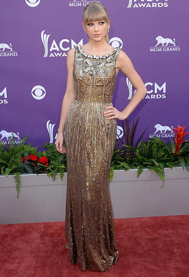 Taylor Swift Goes for the Gold in Dolce & Gabbana Gown at 2013 ACMs