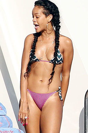 Rhianna Bikini Pics