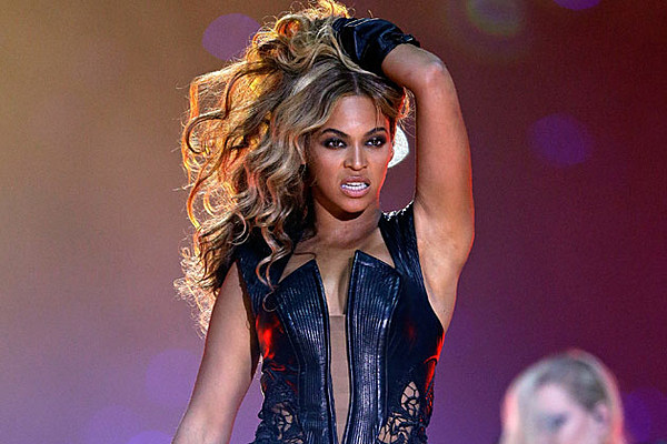 Fan Slaps Beyonce's Booty During Her Performance
