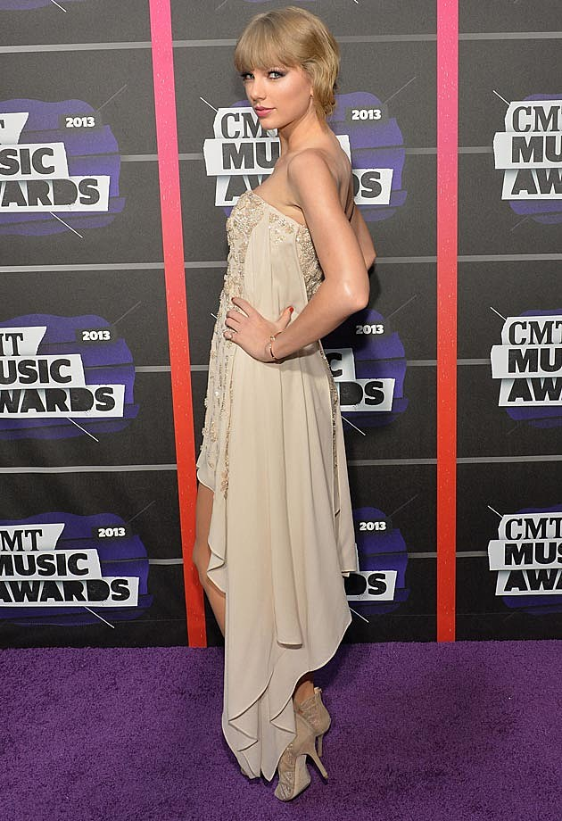 Taylor Swift 2013 CMTs Elie Saab