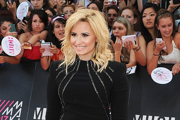 Demi-Lovato-Romance