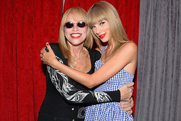 carly-simon-taylor-swift-backstage
