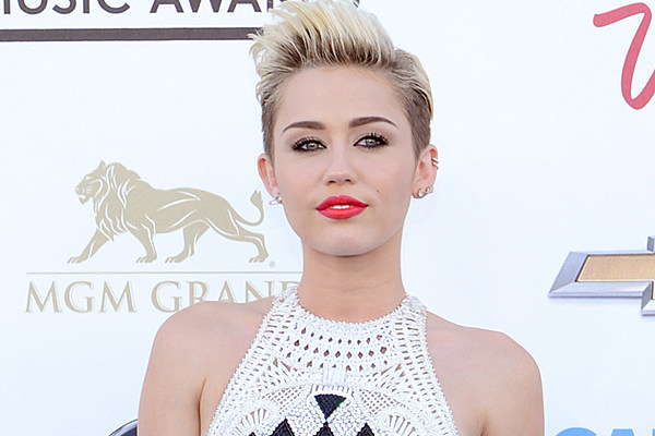 Miley Cyrus Accidentally Butt Tweets About Xanax