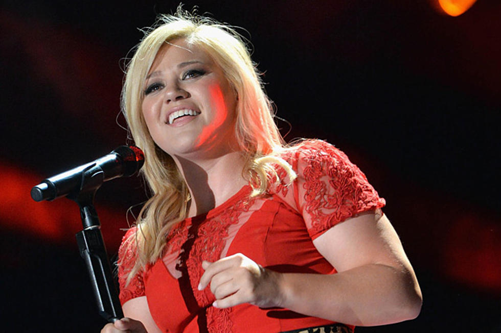 Kelly Clarkson Releasing 1st Christmas Album