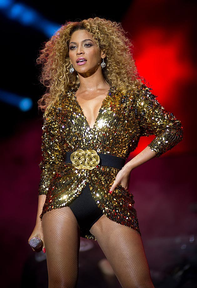 Beyonce Gold Glastonbury 2011