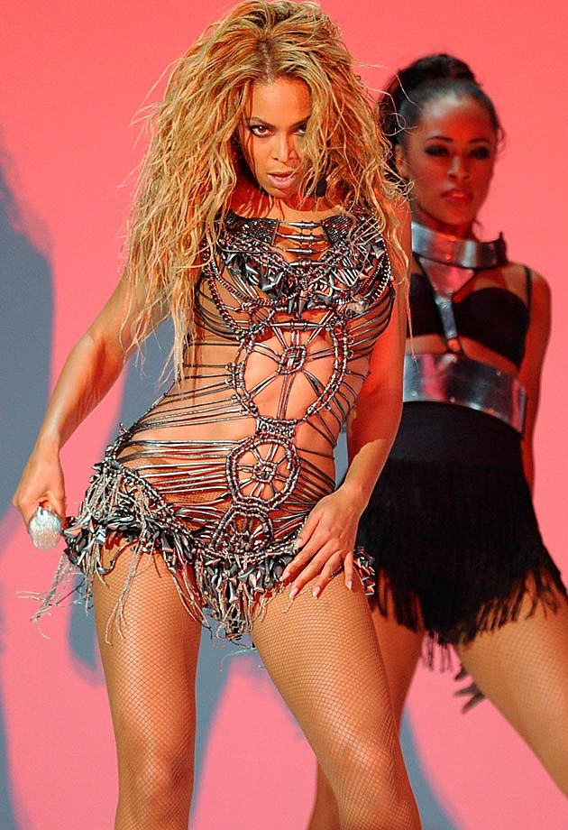Beyonce Silver Billboard Awards 2011