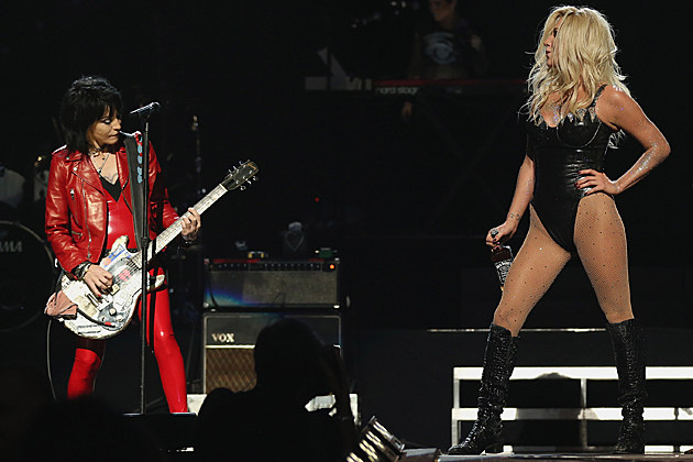 Discovering News L.A.: KESHA ROCKS OUT WITH JOAN JETT