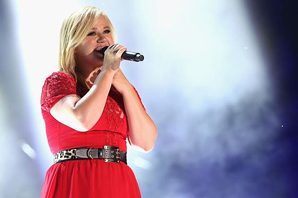 Kelly Clarkson Claims She Will Have a Girl