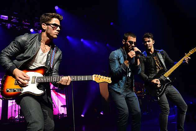 UNIVERSAL CITY, CA - AUGUST 16: (L-R) Nick Jonas, Joe Jonas and Kevin Jonas of the musical group 'Jonas Brothers' perform at the Gibson Amphitheatre on August 16, 2013 in Universal City, California. (Photo by Mark Davis/Getty Images)