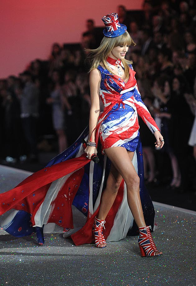 Taylor Swift VS Fashion Show