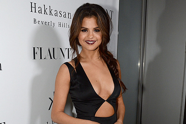 BEVERLY HILLS, CA - NOVEMBER 07: Actress Selena Gomez attends the Flaunt Magazine November issue party at Hakkasan on November 7, 2013 in Beverly Hills, California. (Photo by Chris Weeks/Getty Images for Hakkasan Beverly Hills)