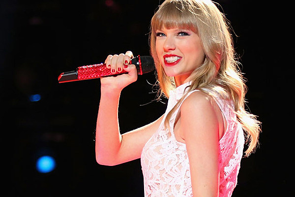 See What Taylor Swift Wore at the 2013 Victoria Secret Fashion Show