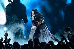 Katy Perry 2014 Grammys Dark Horse Performance