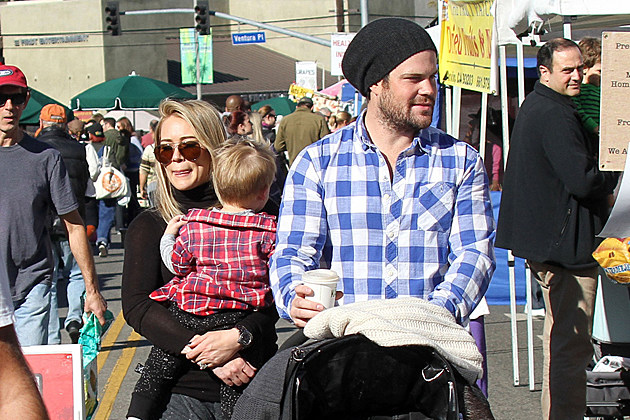 hilary-duff-mike-comrie-divorce-hilary-duff-mike-comrie-luca Hilary Duff Mike Comrie Divorce Hilary Duff Luca LOS ANGELES, CALIFORNIA - Sunday November 24, 2013. Actress Hilary Duff along with husband Mike Comrie and son Luca seen having a day out at the Farmers' market in Los Angeles.