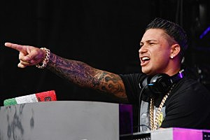 WANTAGH, NY - AUGUST 13: DJ Pauly D performs at Nikon at Jones Beach Theater on August 13, 2013 in Wantagh, New York. (Photo by Janette Pellegrini/Getty Images)