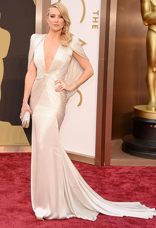 Kate Hudson Wears White Dress at 2014 Oscars [PHOTOS]