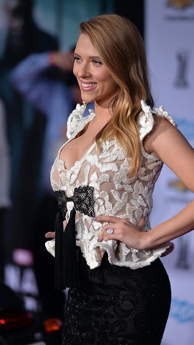 Scarlett Johansson Baby Bump