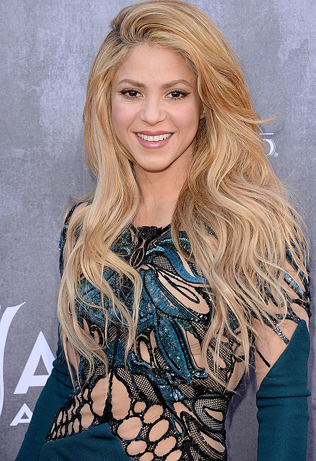 Shakira Shows Off Amazing Body in Teal Dress on 2014 ACM Music Awards ...