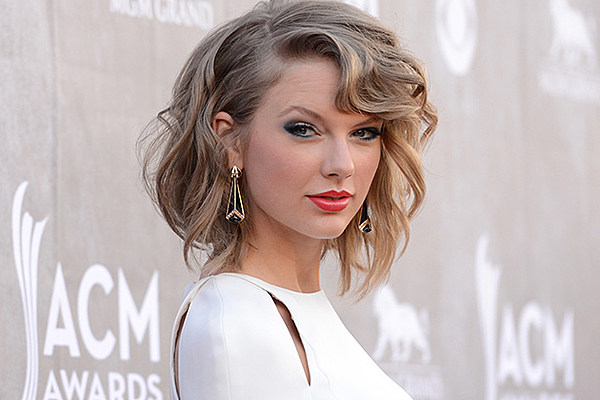 See Taylor Swift In Crop Top On 2014 Acm Awards Red Carpet