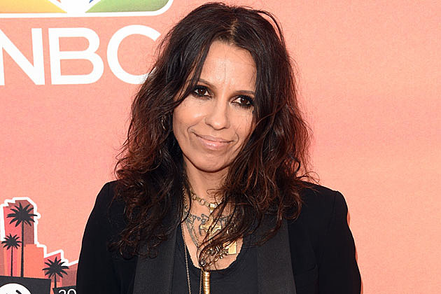 The 52-year old daughter of father (?) and mother(?), 160 cm tall Linda Perry in 2017 photo