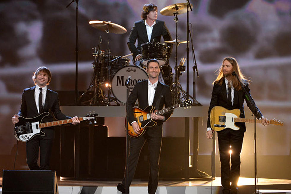 Maroon 5 Performs 'Animals' at iHeartRadio Music Awards 2016 - Watch Now!