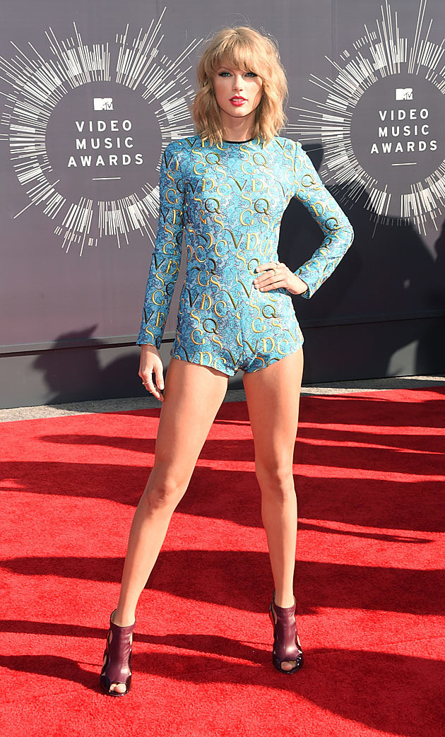 Taylor Swift Wears Super-Short Onesie on 2014 MTV VMAs Red ...