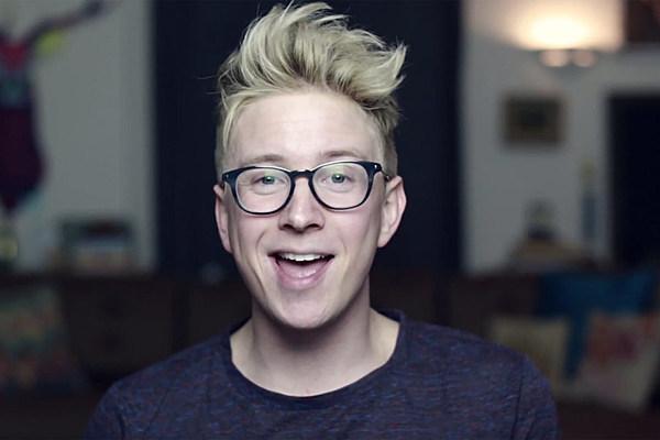 Tyler Oakley Talks Michael Clifford's Hair [VIDEO]