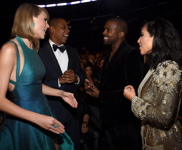 Taylor Swift Presents Kanye West with the MTV Video Vanguard Award ...