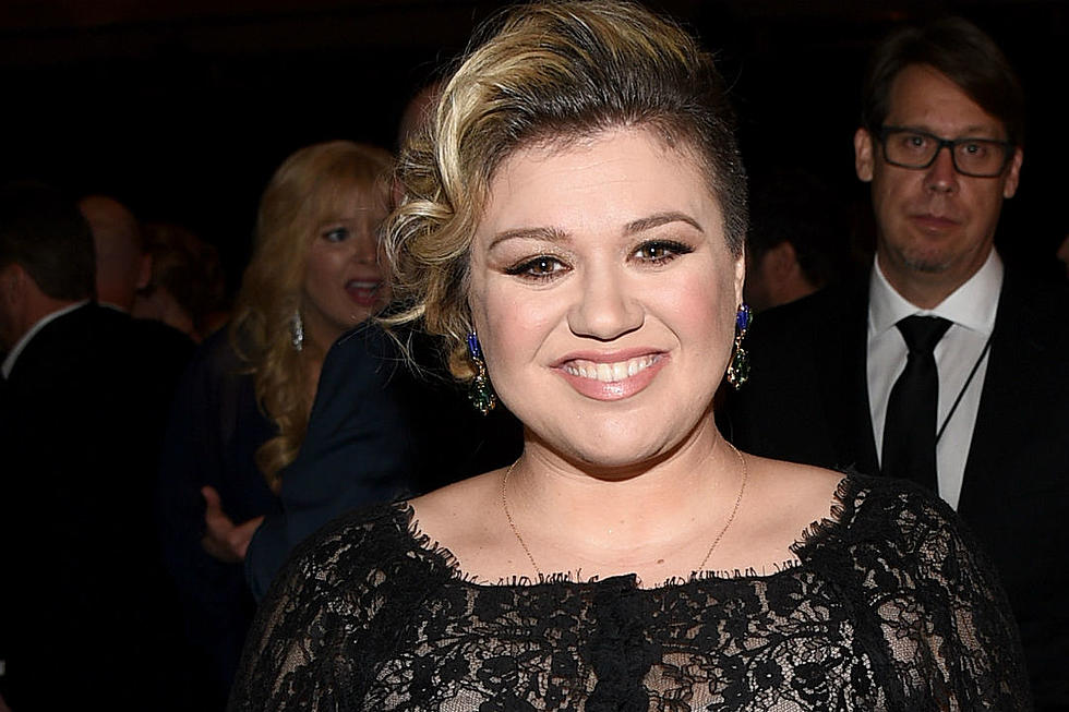 Kelly Clarkson\'s \'Game Of Thrones\' Christmas Card Is Perfect