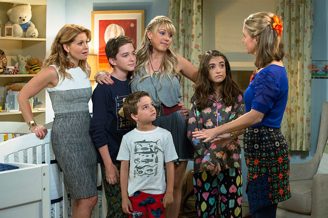 'Fuller House': Netflix Debuts First Look At Tanner Family All Grown Up