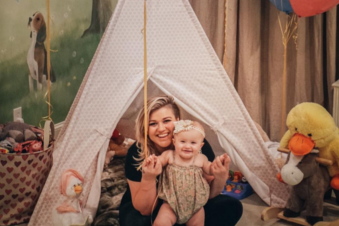 kelly clarkson shares the name of her new baby boy